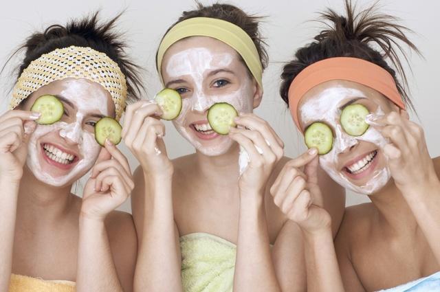 kosmetyczka-nastolatki-jak-pielegnowac-mloda-cere-z-problemami_3352694
